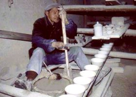 A Chinese porcelain potter in Jingdezhen 1992. Photo: Jan-Erik Nilsson, 1992